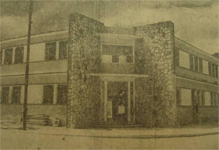 """Edificio de la Escuela Primaria """"Santiago Meneses"""" (Calles 52 X 73) (Fotos Avila)"""