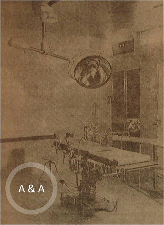 El quirófano, con su flamante mesa de operaciones, japonesa, movible, y la lámpara Burton, de reciente adquisición